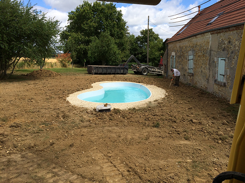 Terrassement piscine brecy amenagement for Terrassement piscine